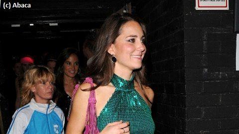 Kate middleton une robe alexander mcqueen pour son for Alexander mcqueen robe de mariage
