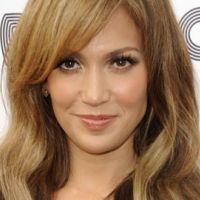 Jennifer Lopez ... Ven a bailar, la version espagnole de On The Floor