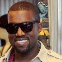 VIDEO - Kanye West : grosse gamelle sur scène