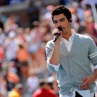 Joe Jonas chante pour ses ex : il veut être pardonné