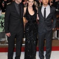 Robert Pattinson et Kristen Stewart à Londres : collés-serrés pour la promo de Twilight (PHOTOS)