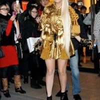 Lady Gaga : en mode bling-bling doré au Japon (PHOTOS)