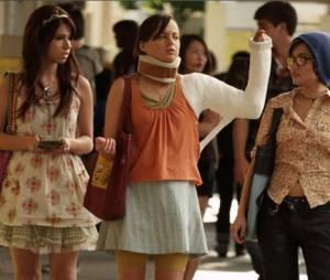 Jenna et ses deux meilleures amies dans l'épisode 1 d'Awkward