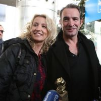 The Artist is back : Jean Dujardin et Alexandra Lamy rayonnants à l'aéroport (PHOTOS)