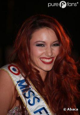 Delphine Wespiser très à l'aise sur le tapis rouge des NRJ Music Awards 2012
