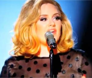 Adele chante Rolling in the Deep en live aux Grammy Awards 2012