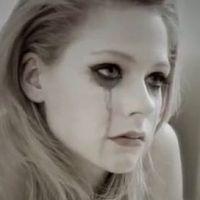 Avril Lavigne : son Goodbye triste et sexy en clip