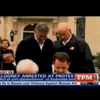 George Clooney arrêté et menotté : fier de l'avoir fait avec papa !