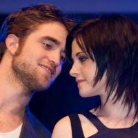 Kristen Stewart : Robert Pattinson et ses amis people lui font une surprise pour ses 22 ans !