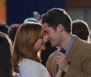 Emma et Will partagent un moment romantique