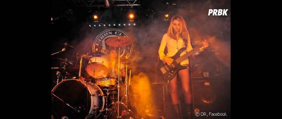 Lola, guitariste du groupe Lost Voltair, était amoureuse de Louis.