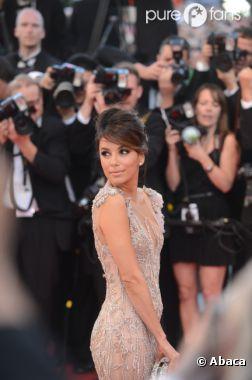 Eva Longoria, sublime lors de sa montrée des marches au Festival de Cannes