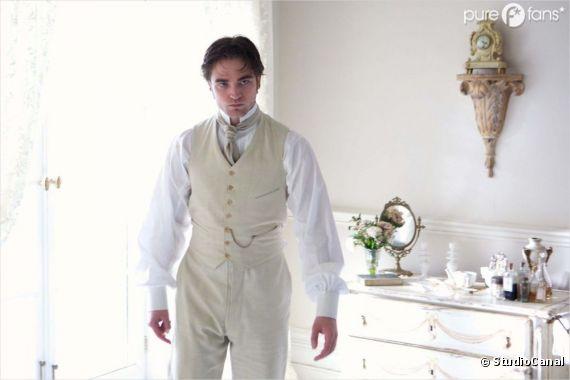Robert Pattinson n'est pas passé loin de la moustache pour Bel Ami