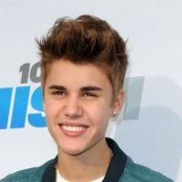 """Justin Bieber cruel ou maladroit ? Il reprend les cadeaux qu'il """"donne"""" à ses fans !"""