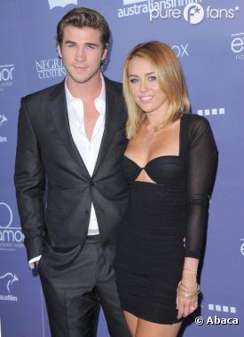 Miley Cyrus et Liam Hemsworth, les futurs mariés posent pour les photographes
