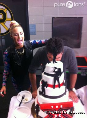 Demi Lovato s'amuse avec Simon Cowell