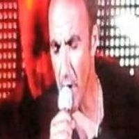 "Nikos Aliagas : Son ""grand kiff"" ? Chanter sur scène ! La preuve en vidéo !"