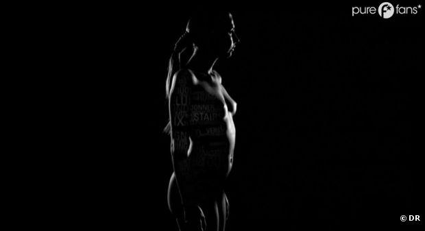 Amandine Bourgeois complètement nue dans son nouveau clip