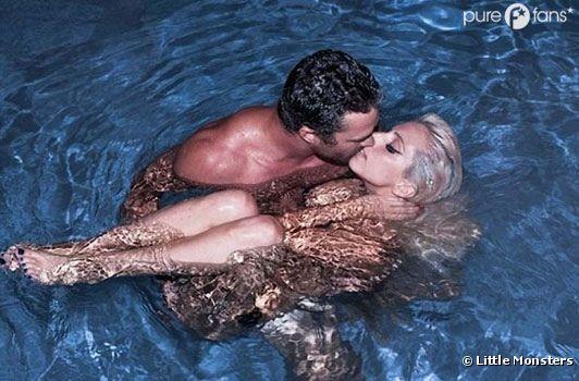 Lady Gaga dans les bras de Taylor Kinney