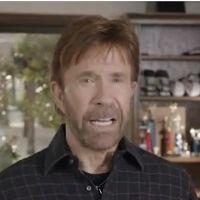 Chuck Norris : Walker Texas Ranger en campagne contre Obama. Fais gaffe Barack ! (VIDEO)