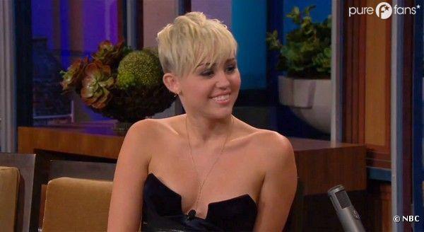 Miley est très sexy sur le plateau de Jay Leno
