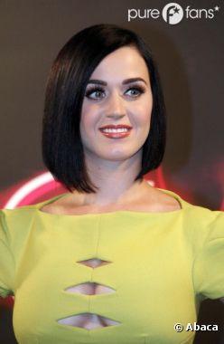 Katy Perry est trop contente de ses nouveaux jouets !