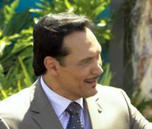 Dexter va rencontrer Miguel Prado qui pourrait découvrir son secret