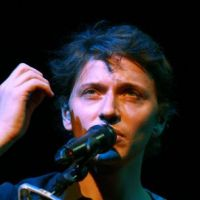 Raphaël : bientôt des chansons en anglais ? Not really !