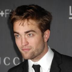 Robert Pattinson : seul mais glamour pour un gala à L.A (PHOTOS)