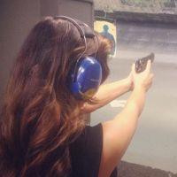 Kim Kardashian : toujours sexy et chic... même dans un club de tir ! (PHOTOS)
