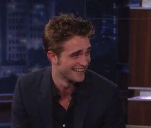 Robert Pattinson s'auto-clashe devant Jimmy Kimmel !