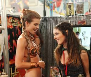 Annie et Naomi en mode geek dans 90210