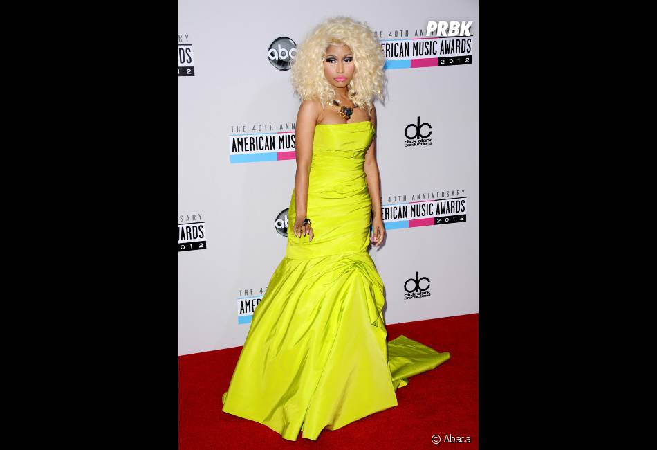 Nicki Minaj flashy en jaune