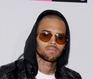 Chris Brown, pas très souriant sur le tapis rouge