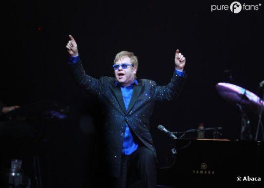 Elton John fait polémique en Malaisie