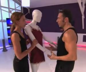Gérard Vivès a du mal avec son mannequin !