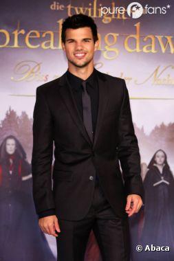 Taylor Lautner sortirait avec son ex Sara Hicks !