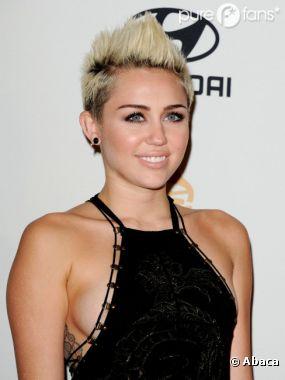 PHOTOS Miley Cyrus a prsent presque nue les MTV Video