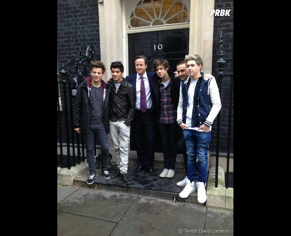 David Cameron, entouré des One Direction