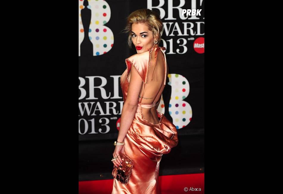 Rita Ora a réveillé le tapis rouge des Brit Awards 2013