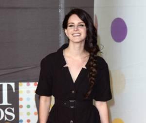 Lana Del Rey et son raté look aux Brit Awards 2013