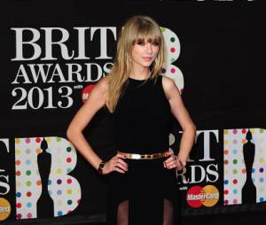Taylor Swift, sublime en noir aux Brit Awards 2013
