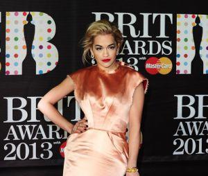 Rita Ora a osé la couleur aux Brit Awards 2013