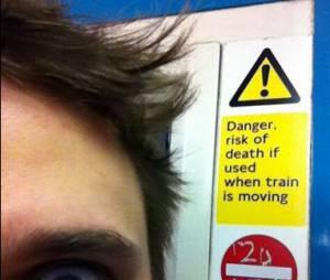 Matthew Bellamy émerveillé par les panneaux de l'Undergound londonien