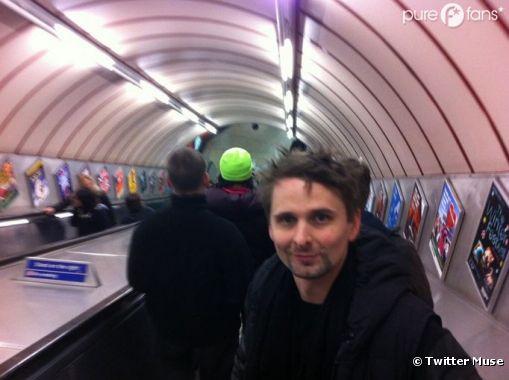 Matthew Bellamy prend l'escalator, toute une aventure !