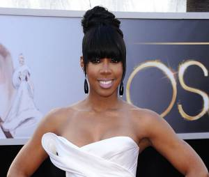 En Donna Karan Atelier, Kelly Rowland a joué la carte de la sobriété révisitée pour les Oscars 2013