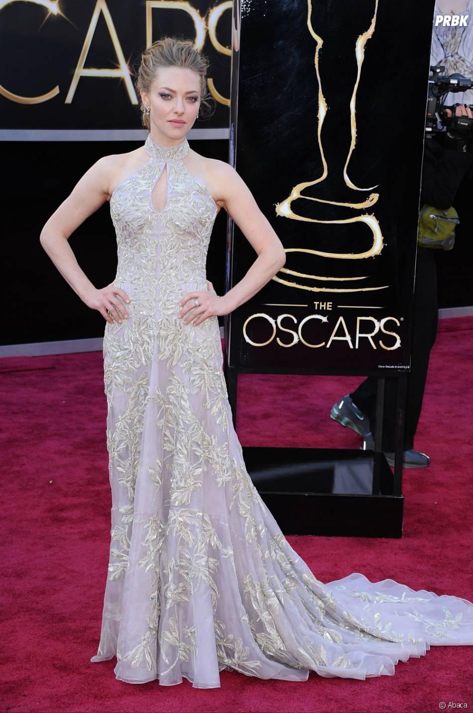 Amanda Seyfried à la cérémonie des Oscars 2013 ? Belle, mystérieuse et élégante, on lui met un 10/10 !