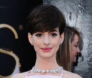 Anne Hathaway l'a jouée très sobre pour les Oscars 2013. Match !