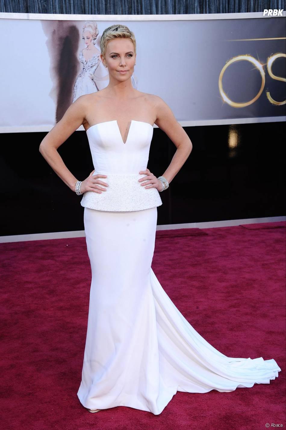 Charliza Theron, juste sublime sur le red carpet des Oscars 2013
