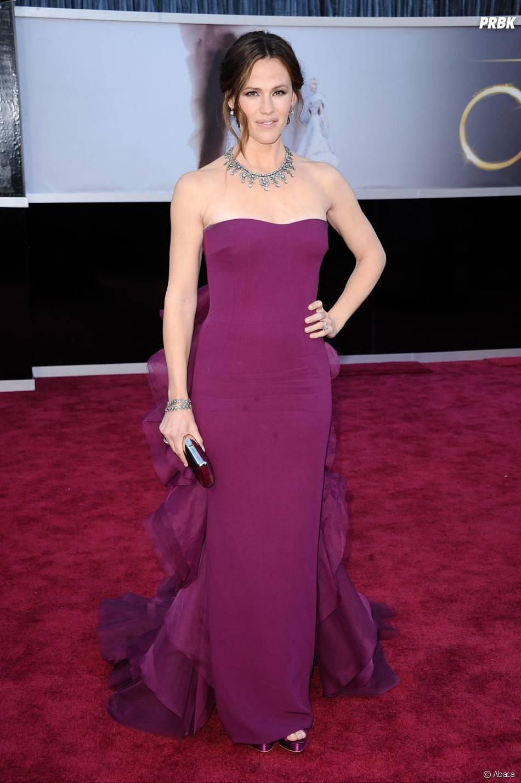 Jennifer Garner submergée par sa vie de famille ? Elle a de toute évidence manqué de temps pour bien choisir sa robe !